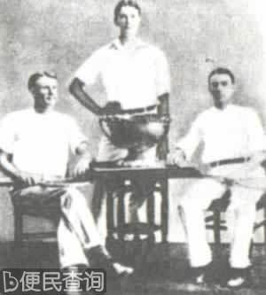 戴维斯和沃德赢得第一个戴维斯奖杯