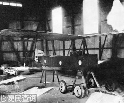世界上第一架无线电操纵的无人驾驶飞机在美国试飞